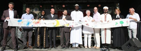 Neun Religionsgemeinschaften bei altona